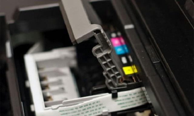 Sử dụng mực in phù hợp và thường xuyên vệ sinh máy in chính là bí quyết kéo dài tuổi thọ cho máy